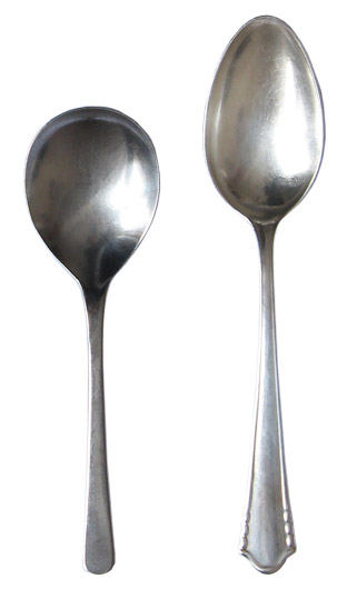 Serving spoon