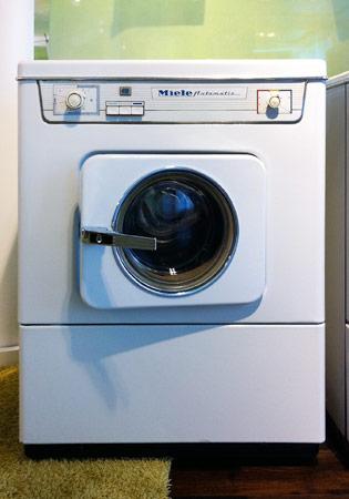 wissen rund um die hauswirtschaft historische waschmaschinen. Black Bedroom Furniture Sets. Home Design Ideas